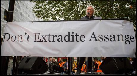 """John Pilger: """"Die Lügen über Assange müssen jetzt aufhören"""""""