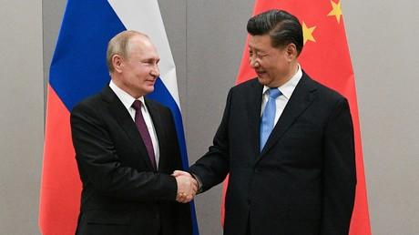 Russlands Präsident Wladimir Putin und der chinesische Staatschef Xi Jinping. Archivbild.