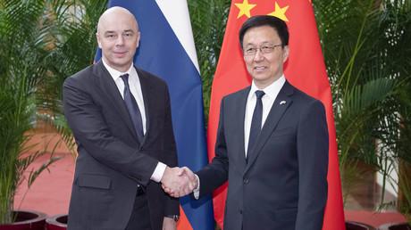 Der chinesische Vizeministerpräsident Han Zheng und der Erste Stellvertretende russische Ministerpräsident Anton Siluanow.
