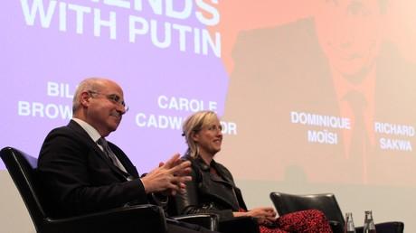 Der antirussische Lobbyist Bill Browder und die Buchautorin Carole Cadwalladr bei der Intelligence-Squared-Debatte
