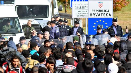 Am 24.10.2018 versuchte eine große Gruppe von Migranten, illegal den kleinen Grenzübertritt zwischen Maljevac (Kroatien) und Velika Kladuša (Bosnien-Herzegowina) zu übertreten.