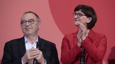 Verhaltene Freude: Norbert Walter-Borjans und Saskia Esken nach Bekanntgabe der Entscheidung am Samstagabend