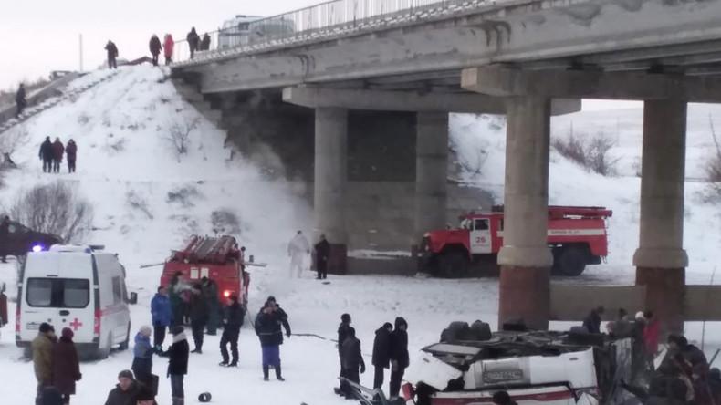 """Russland: """"Jemand war noch am Leben""""  – Augenzeuge beschreibtMinuten nach Busunfall"""