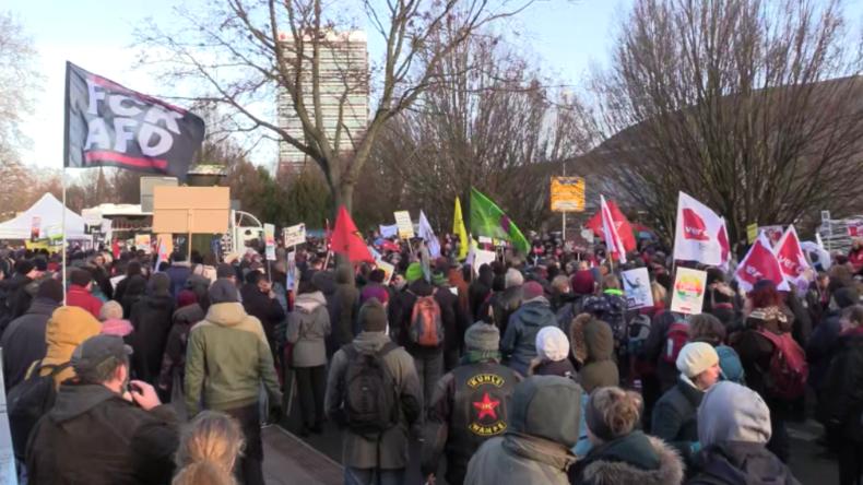 Braunschweig: Tausende protestieren gegen AfD-Parteitag