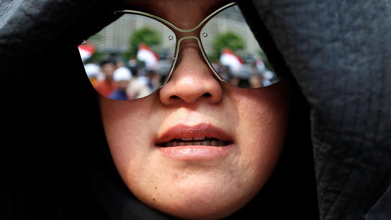 Japanerinnen protestieren gegen Brillenverbot am Arbeitsplatz