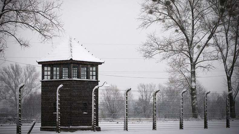 Gedenkstätte Auschwitz kritisiert Amazon für Weihnachtsschmuck mit KZ-Motiven