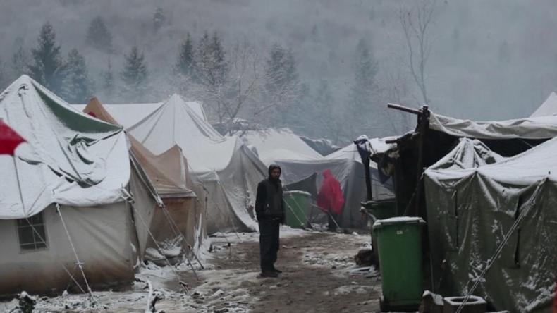 Wintereinbruch im Migrantencamp von Bihać: Die Zelte sind unter dem Schnee zusammengebrochen