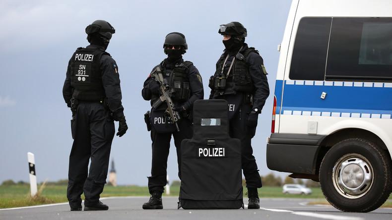 Mit polizisten zusammenleben einem Misshandlung: Frankreich