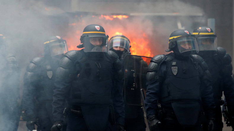 LIVE: Generalstreik in Paris – Schwere Ausschreitungen während Demonstrationen