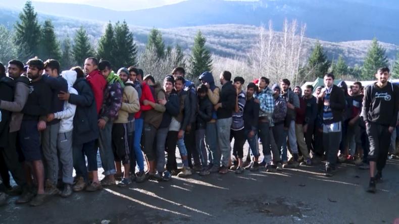 Berüchtigtes Migrantencamp Vučjak: Polizei räumt Zeltlager und plant endgültige Schließung