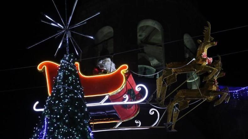 Panne auf Dienstreise: Weihnachtsmann prallt mit Rentierschlitten gegen Gebäude in Mexiko