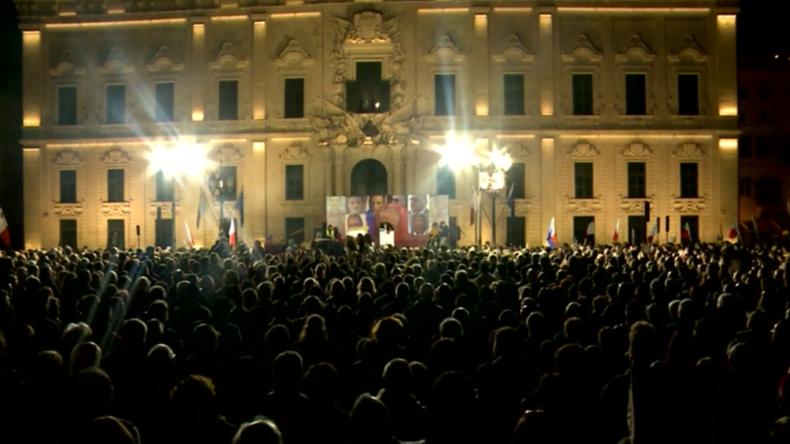 """Malta: Tausende fordern """"Gerechtigkeit"""" für ermordete Journalistin vor Amtssitz des Premierministers"""