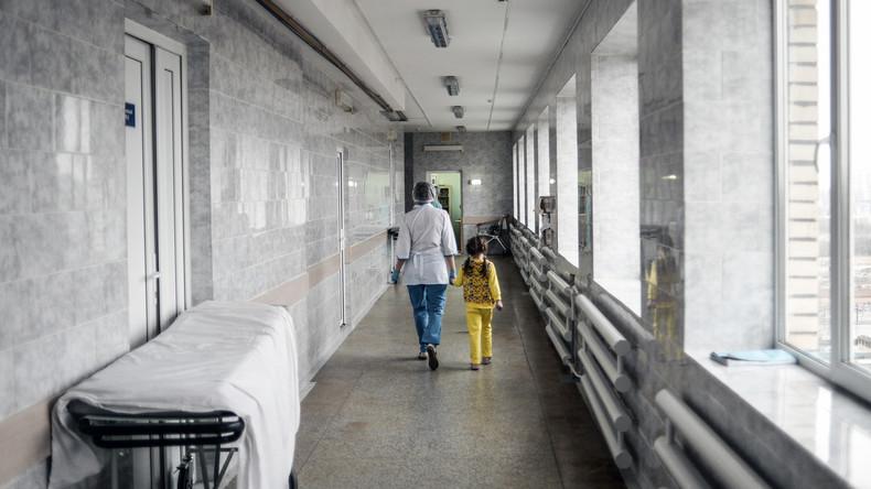 Moskau: Fünfjähriges Kind lebt seit Geburt in Klinik – Eltern droht Entzug des Sorgerechts