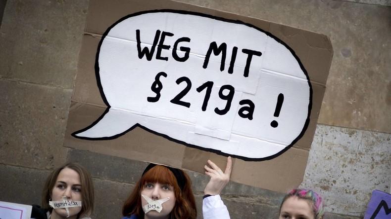 """Streit um Abtreibungsparagraf 219a: Ärztin wegen verbotener """"Werbung"""" erneut vor Gericht"""