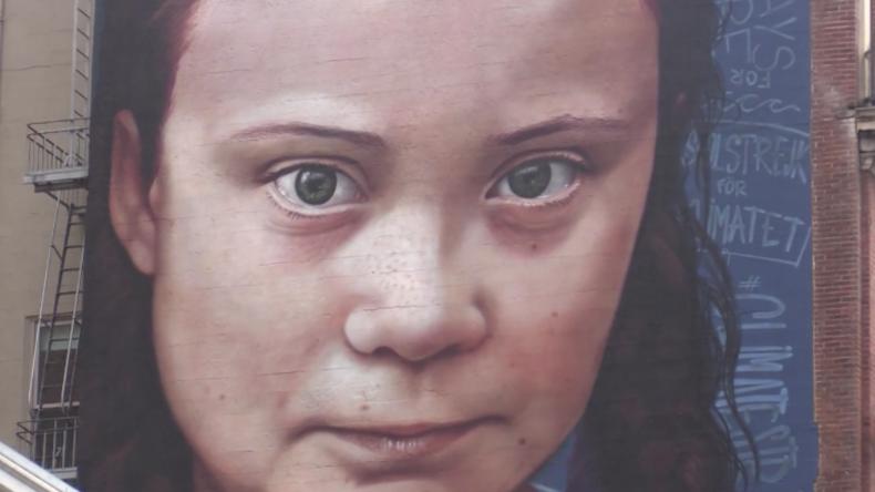 """USA: """"Klima-Bewusstsein der Passanten stärken"""" – Riesenwandmalerei von Greta Thunberg veröffentlicht"""