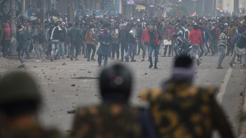 Mehrere Tote und Verletzte: Massive Proteste in Indien gegen neues Einwanderungsgesetz