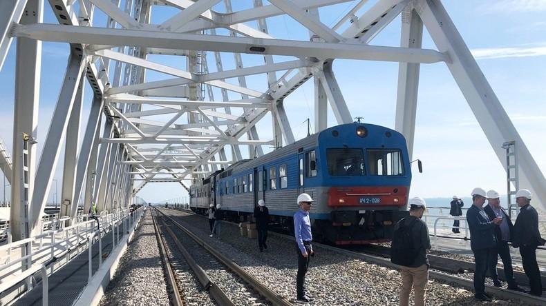 Russland: Bahnstrecke auf der Krim-Brücke freigegeben