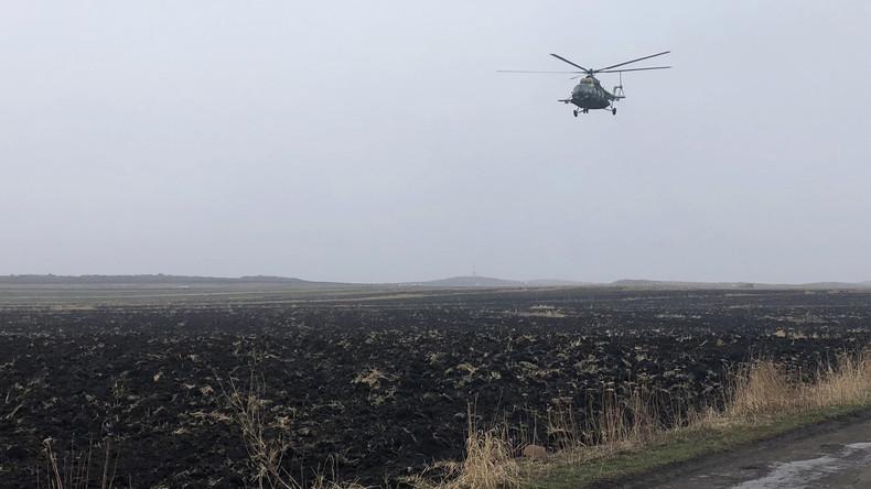 Crashtest aus luftigen Höhen: Russe verliert Wette und wirft Geländewagen von Hubschrauber ab