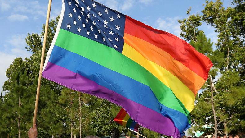USA: 15 Jahre Haft wegen Verbrennung von Regenbogenflagge