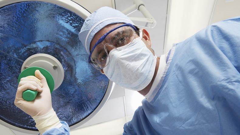 Chirurg soll in Frankreich fast 350 Minderjährige missbraucht haben