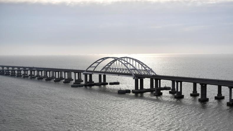 Putin gibt Krim-Brücke für Zugverkehr frei