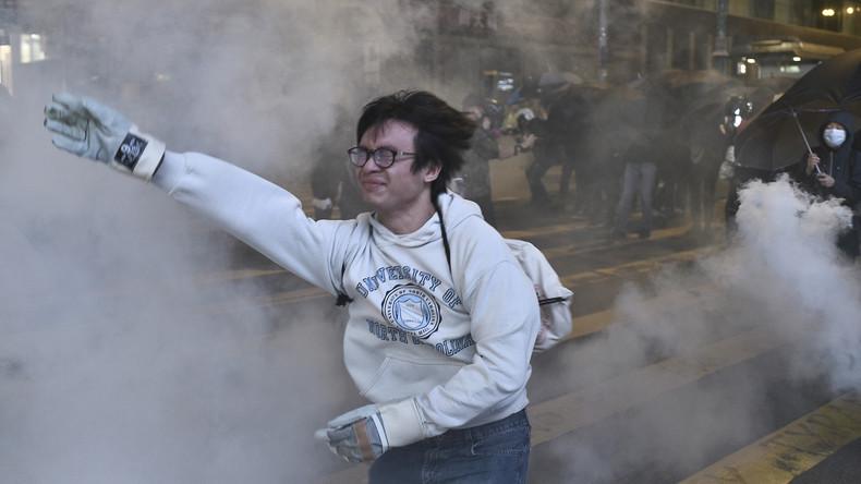 Neue Zusammenstöße und Proteste überschatten Heiligabend in Hongkong