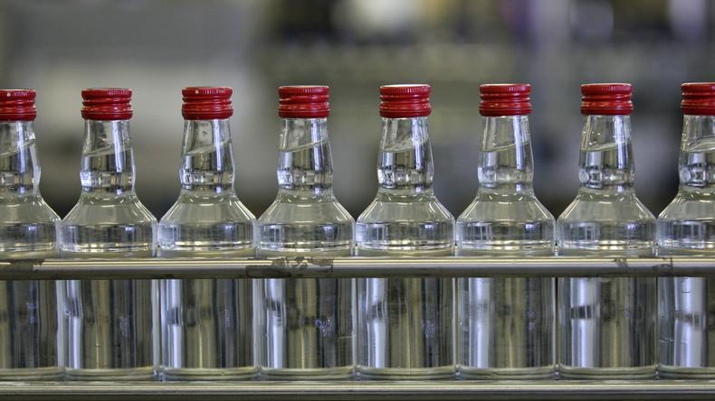 #Alkoholsau? – Russische Rentnerinnen setzen geschlossenes Wodka-Werk wieder in Betrieb