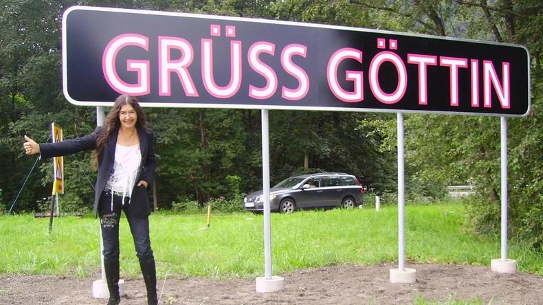 """Aus """"Göttin"""" wird """"Gott"""": Umstrittenes Straßenschild in Innsbruck beschmiert"""