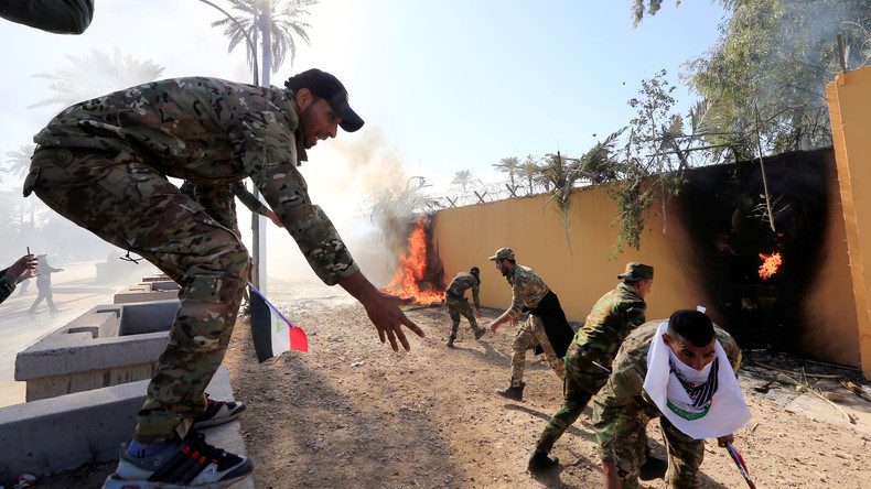 Irakische Demonstranten greifen US-Botschaft in Bagdad an und legen Feuer