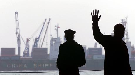 Symbolbild: Besatzungsmitglieder an Bord des Flugzeugträgers USS John C. Stennis, Hongkong, 8. Februar 2000