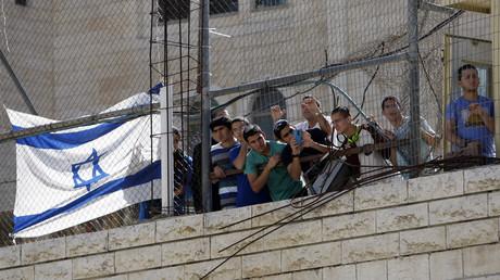 Israelische Siedler demonstrieren gegen die Schließung der Shuhada-Straße in Hebron, 2015.
