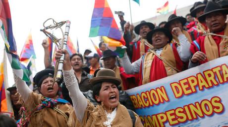 Genießt Rückhalt bei den ärmeren Schichten und indigener Bevölkerung: Die Unterstützer des von der Macht gedrängten Präsidenten Boliviens Evo Morales ein Tag nach seiner Flucht nach Mexiko am 13. November 2019.