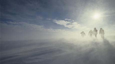 Archivbild: Winde von enormer Stärke sind typisch für die Küste der Antarktis. Aufnahme von der 34. Sowjetischen Antarktis-Expedition, Herbst 1988 bis Frühling 1989.