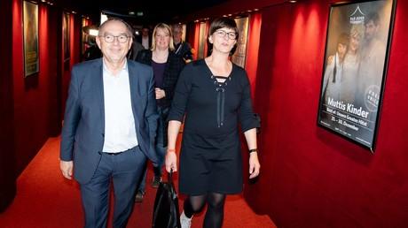 Die designierten SPD-Vorsitzenden Norbert Walter Borjans und Saskia Esken am 5. Dezember 2019 in Berlin vor Beginn des Presse-Abends vor dem SPD-Parteitag.