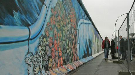 Mit Mauern hat man in der Geschichte schlechte Erfahrungen gemacht – Fragment der Berliner Mauer.