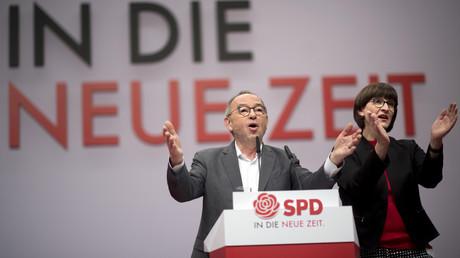 Die neuen SPD-Parteivorsitzenden Saskia Esken und Norbert Walter-Borjans beschwören den