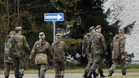 Damit sie nicht laufen müssen, sollen uniformierte Bundeswehrsoldaten in Zukunft gratis die Bahn nutzen dürfen