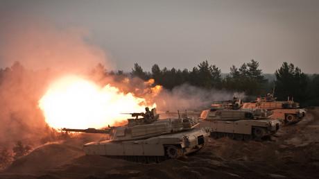 Symbolbild: US-Kampfpanzer vom Typ M1A2 Abrams bei einer Manöver-Übung in Lettland, November 2014