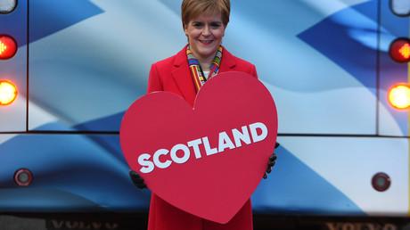 (Archivbild). Die Parteichefin der Schottischen Nationalpartei (SNP) und schottische Premierministerin Nicola Sturgeon in Edinburgh, Schottland, am 11. Dezember 2019.