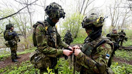 Estnische Soldaten bereiten sich auf eine Militärübung in Sillamae unweit der Grenze zu Russland vor. (7. Mai 2019)