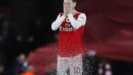 Wegretuschiert : Mesut Özil von Arsenal London.