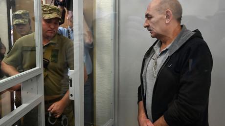 Wladimir Zemach nach einer Anhörung vor einem Gericht in Kiew am 5. September. Nur wenig später wurde er im Rahmen eines Gefangenenaustauschs mit Russland freigelassen.