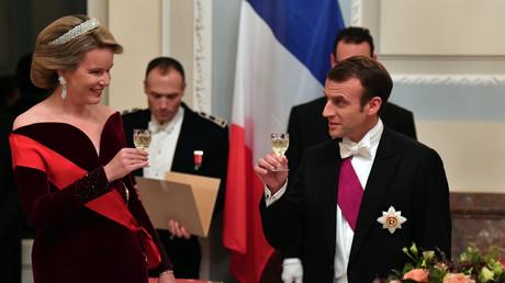 Die belgische Königin Mathilde mit dem französischen Präsidenten Emmanuel Macron, Brüssel, Belgien, 19. November 2018.