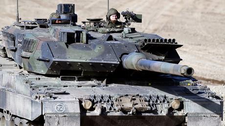(Symbolbild). Ein Leopard 2 Panzer der Bundeswehr während eines Medientages in Münster am 28. September 2018.