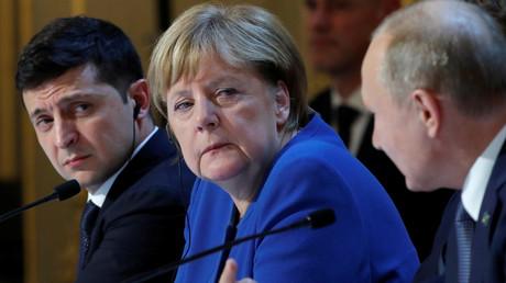 Der ukrainische Präsident Wladimir Selenskij, die deutsche Bundeskanzlerin Angela Merkel und der russische Präsident Wladimir Putin (v.l.) während der Pressekonferenz beim Treffen im Normandie-Format in Paris am 9. Dezember 2019