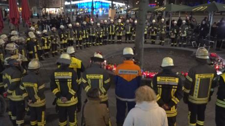 Kollegen trauern um den erschlagenen Feuerwehrmann in Augsburg.