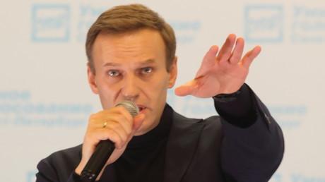 Maskierte Beamte durchsuchen Büro des russischen Oppositionsaktivisten Nawalny (Archivbild)