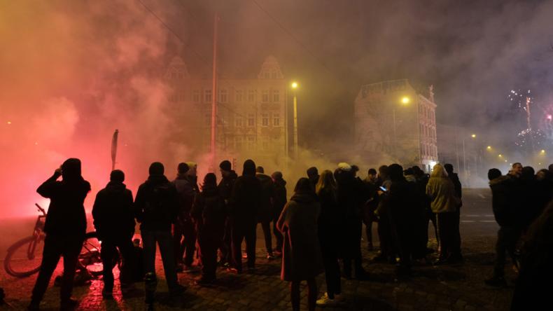 Ermittlungen wegen versuchten Mordes nach Angriff auf Polizisten in Leipzig