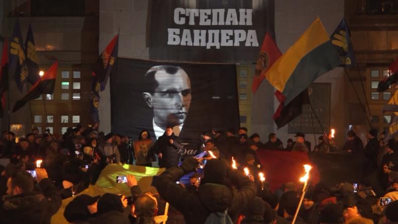 """""""Ruhm der Ukraine""""? – Hunderte ehren Nazikollaborateur Bandera mit Fackelmarsch"""