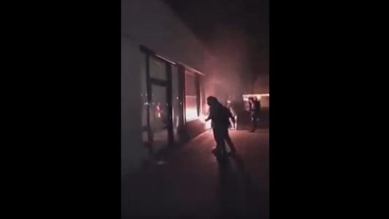 Silvester-Ausschreitungen in Wolfsburg: Beamte massiv beschossen – Schule in Brand gesteckt